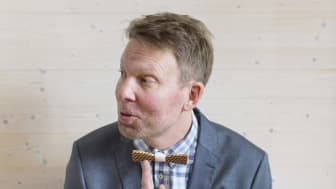 Gustav Ahlford, vd för fastighetsutvecklingsbolaget Walloxstrand, belönades med Årets Träfluga. Foto: Patrick Degerman
