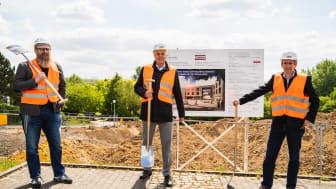 Prof. Dr. med. vet. Jan Ehlers (Vizepräsident), Dipl. oec. Jan Peter Nonnenkamp (Kanzler) und Prof. Dr. med. Martin Butzlaff (Präsident) (v.l.n.r.) vollzogen den symbolischen Spatenstich für den Erweiterungsbau der Uni Witten/Herdecke.