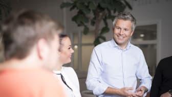 Lar kunder Svitsje: Ove-Mathias Lind, leder for Telia Privat, gir nå kunder et nytt kjøpsalternativ gjennom mobilbytteprogrammet Svitsj.