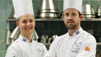 Commis Hampus Risberg och kandidat Alexander Sjögren
