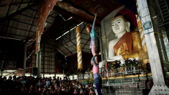 Myanmar_1_Alex Hinchcliffe.jpg