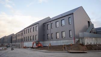 Skovvang er navnet på et kommende demenscentrum i Aarhus, som opføres ud fra den nyeste demensfaglige viden og intelligente løsninger, der skal sikre beboerne fred og faste rammer, når projektet står færdigt.