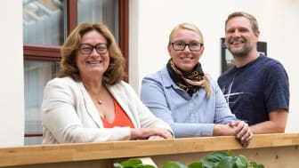 Gun Blom Lundgren och Martin Rydén på IBM, tillsammans med Devgardens vd och ägare, Sandra Dahlberg.