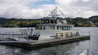 Norges første elektriske museumsbåt ankom Lysøen onsdag ettermiddag. Foto: Roald Eliassen / KODE