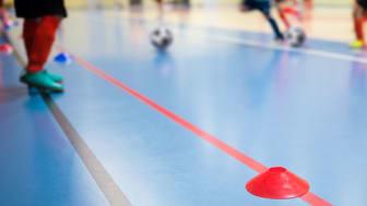 Regeringen har öppnat upp för att även äldre ungdomar som är födda 2002 eller senare kan delta i organiserade idrotts- och fritidsaktiviteter. Foto: Getty
