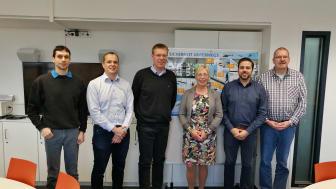 Die erfolgreichen Kursteilnehmer gemeinsam mit Forschungsprofessorin Dr. Margit Scholl und Laboringenieur Ernst-Peter Ehrlich (l.).