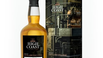 High_Coast_Whisky_DistExcl_Bottle_Package_Angle_Frontview_A3_300dpi