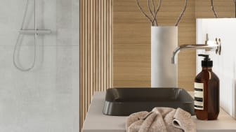 INR-Bathroomstrends-2021-Noridc-Identity-GRAND-Solid-100-Nordic-Oak-LEVEL-Raw-Concrete-side.jpg