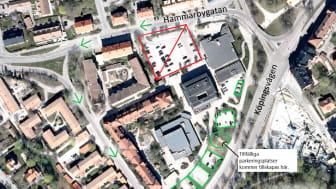 Coop-parkeringen (den röda rutan) stängs den 6 april. Den 1 april görs parkeringsplatserna längs Köpingsvägen tillgängliga för alla.