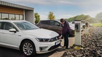 Bee och Autolease har inlett ett samarbete gällande laddning av eldrivna tjänstebilar
