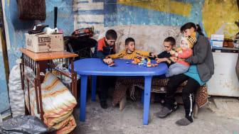 Sie haben ihre Heimat in Bergkarabach verloren. Die SOS-Kinderdörfer helfen dieser und weiteren Familien in Armenien. Foto: SOS-Archiv 2020 (nur zur Verwendung im Kontext der SOS-Kinderdörfer, Bergkarabach-Konflikt)