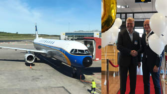 Gabriel Leupold, Senior Director Sales Nordic & Baltic Countries at Lufthansa Group, and Peder Grunditz, Airport Director at Stockholm Arlanda Airport, commemorate Lufthansa's 60th anniversary. Photo: Michaela Carpelan