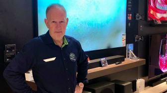 Fra kalkerpapir til fuldt digitale kassesystemer: 57-årige Henrik Jakobsen fra Elgiganten på Strøget i Aarhus har oplevet det hele i sin tid.