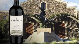 Entrén till Black Stallion Estate Winery som också är avbildad på flaskans etikett