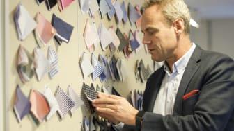 Tailor Store tillverkar måttsydda skjortor i Sri Lanka och säljer dem i Sverige. Bomull är det vanligaste råmaterialet vid skjorttillverkning, berättar vd Jan Höjman.
