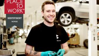 Bavaria sertifisert som Great Place to Work-selskap; her representert med en fornøyd medarbeider hos Bavaria Stavanger, Marius Erga.
