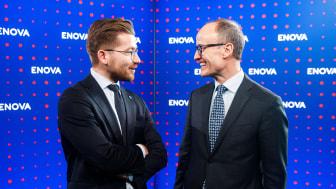 Klima- og miljøminister Sveinung Rotevatn i samtale med Enovas administrerende direktør Nils Kristian Nakstad på Enovakonferansen i Trondheim.