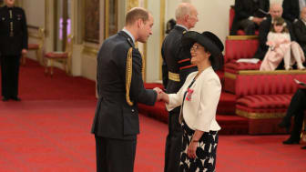 Professor Jane Core recieving her MBE from Duke of Cambridge