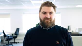 AddMobiles projekledare Robin Berg förklarar attestering, prisjustering och fakturering i Projekthanteringsverktyget. Foto: AddMobile AB