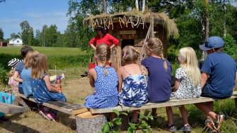 Premiärdags för sommarens hemligheter i Löa hytta