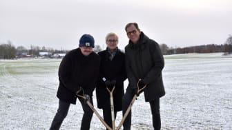 Det första spadtaget togs gemensamt av Lars Stjernkvist (s), kommunstyrelsens ordförande i Norrköping, Charlotta Gromulski, platschef för Martin & Servera i Norrköping samt Nils Rydh, projektansvarig på fastighetsbolaget Wilfast