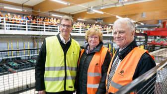 Lars Martinsons, vd, Magdalena Anderson, Landshövding, och Björn Sprängare, styrelseledamot, vid invigningen av Martinsons KL-träfabrik i Bygdsiljum.