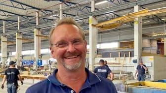 Anders Swennberg, miljö- och kvalitetschef på UBAB är glad för att han får bidra till en miljövänligare produkt till byggindustrin.
