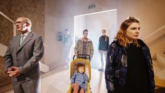Mikael Odhag, Andreas Ferrada-Noli, Annika Nordin, Amalia Hallgren Wernstedt, Emelie Strömberg i Sex roller söker en författare på Backa Teater. Foto: Ola Kjelbye.
