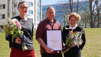 Stipendiaterna Julia Andersson och Peter Korn tillsammans med Lena Vikström, Swedish Gardens.