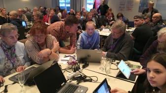 300 deltagare fick utbildning i digital teknik  av ungdomar från högstadiet Fryxellska skolan i Sunne. Forskningen visar att den korta utbildningen gett bra effekt. De äldre har blivit modigare och vågar använda digitala tjänster mer idag.