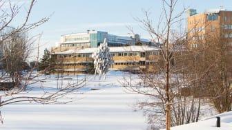 Umeå universitet och Akademiska Hus har tecknat ett samverkansavtal för att uppnå ett än mer hållbart campus.
