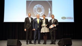 v.l.: Rainer Langhammer (HUSS-VERLAG GmbH), Ralf Merkelbach und Nadine Simon (beide BPW), Bert Brandenburg (HUSS-VERLAG GmbH)