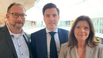Johan Andersson (S), 2:e vice ordförande, Patric Åberg (M), ordförande och Eva Nordmark, arbetsmarknadsminister