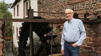 """Machte aus der Kornmühle eine """"Strommühle"""": Reinhard Deckelmann erhielt den Bürgerenergiepreis Unterfranken 2020. An wen geht der Preis im kommenden Jahr?"""