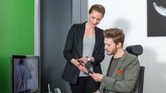 Die Digitalisierung erobert die Welt des Hörens: Ob beim Fitness-Tracking, Musik-Streaming oder beim Ausgleich von Hördefiziten – Hörakustiker sind die Spezialisten, wenn es um gutes Hören geht. Bild: FGH