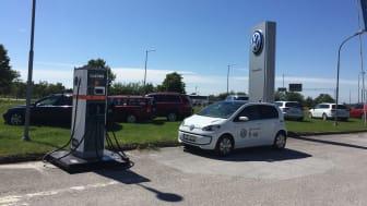 CLEVERs snabbladdningsstation på plats vid BilCity i Visby.