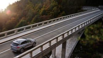 Kuga Plug-In Hybrid som kommer i april är den första elektrifierade drivlinan för modellen.