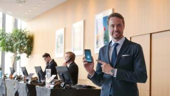 "Henrik Berghult testar funktionen ""Hotel Room Chooser"" i Nordic Choice Hotels app"
