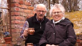 Makarna Ulla och Åke Persson tilldelas utmärkelsen Trädgårdens eldsjäl 2017. Källa: Åke Persson