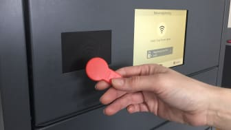 Nøglebrikken er nem at have i pungen, som normalt er til at finde – i modsætning til nøgler, der sjældent er, hvor de burde. Skulle nøglebrikken gå tabt, er det lynhurtigt at få den spærret og åbnet en ny.