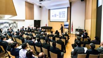 Paul Tsai fra ProMar presenterer under makrellseminaret i Tokyo