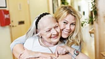 120 anställda och vikarier inom äldreomsorgen har ansökt om att få utbilda sig till vårdbiträde eller undersköterska med full lön under tiden.