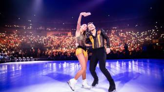Sarah Lombardi feiert emotionale HOLIDAY ON ICE Showpremiere inmitten ihrer Familie und Freunde in Köln