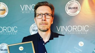 Vincent Arrhenius tar emot priser på Vinordic Wine Challenge