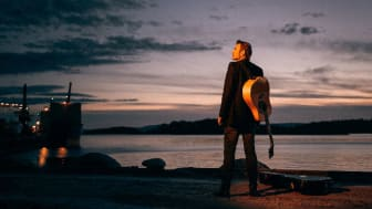 Lasse Kolsrud har sjølv vore på sjøen, lik karakteren han skal spele; Lauritz Moe. Foto: Magnus Skrede.
