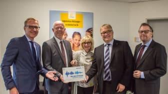 Ehrung für regionales Engagement – Cochlear Deutschland erhält von der Region Hannover die begehrte Hörregions-Plakette