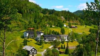 Morgedal Hotell ligger flott til, og har en lang historie som hvilested for reisende. (Foto: Morgedal Hotell)