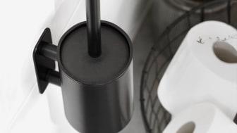 Svarta badrumsdetaljer med Base & Solid