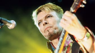David Bowie - Look At The Moon! (Live Phoenix Festival 97)