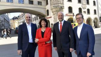 Der Vorstandsvorsitzende Ralf Fleischer (3.v.li.) und seine Vorstandskollegen Stefan Hattenkofer (li,), Marlies Mirbeth (2.v.li.) und Dr. Bernd Hochberger (re.) stellten auf der Bilanzpressekonferenz die Zahlen des Geschäftsjahres 2018 vor.